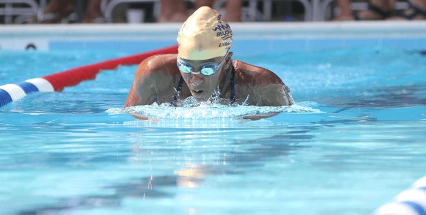 nadador realizando brazada