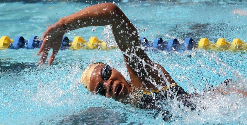 nadador en estilo croll
